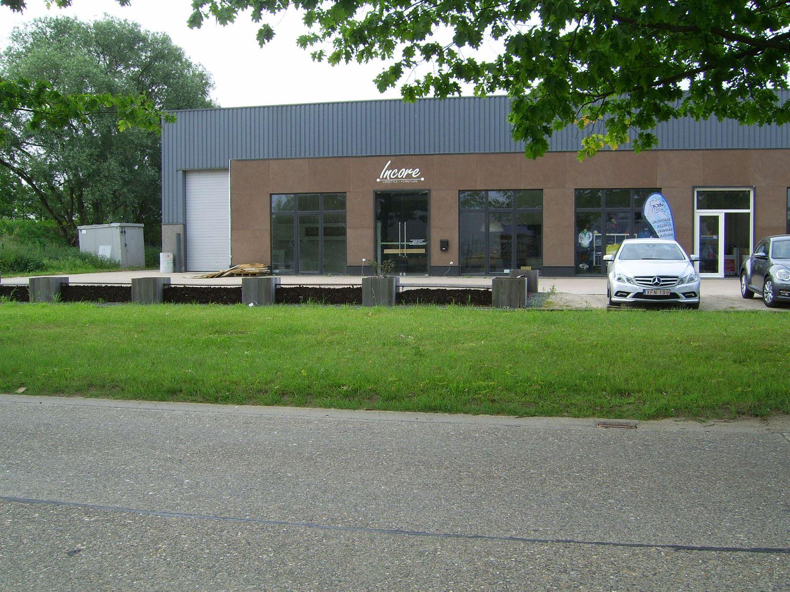 Bedrijfsgebouw te 2220 Heist-Op-Den-Berg (België) - Prijs