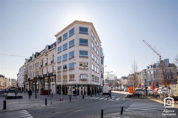 Ideaal gelegen kantoorruimte met zicht op de historische gebouwen, de 3 torens en de Reep te Gent. Gebouw met een zeer aangename werkomgeving en prof...