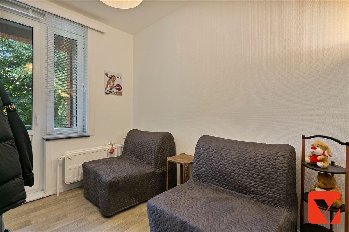 Foto 12 : Appartement te 2600 BERCHEM (België) - Prijs € 215.000
