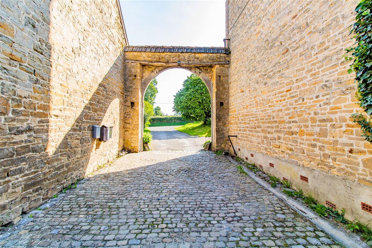 Grange en pierre située à Rouvreux