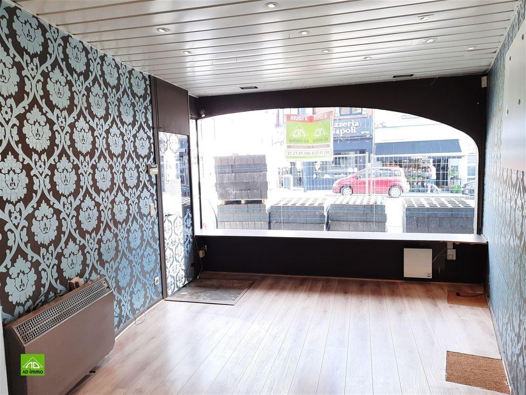 Image 3 : rez-de-chaussée commercial à 5100 JAMBES (NAMUR) (Belgique) - Prix 950 €