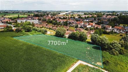Magnifique terrain constructible d'env. 7700m² à env. 57€/m² idéalement situé en plein coeur de COMINES repris en ZACC (zone d'aménagement com...