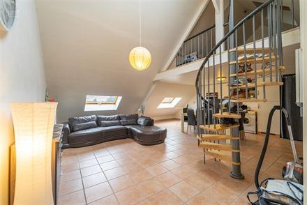 Appartement au 2ème étage d'un immeuble complètement rénové à neuf en 2008. Dispose d'un joli espace de vie ouvert sur cuisine équipée, salle ...