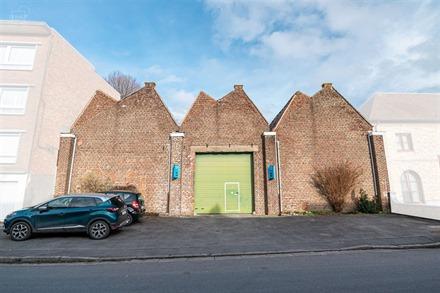 Hangar van ongeveer 1103m² ideaal gelegen in het stadscentrum van Komen....