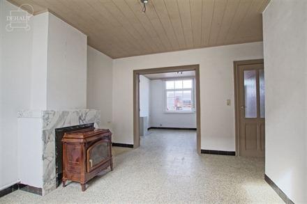 Jolie maison de ville comprenant une pièce à vivre d'env. 26m², une cuisine équipée, une salle de douche, W.C. indépendant, une buanderie, un ce...