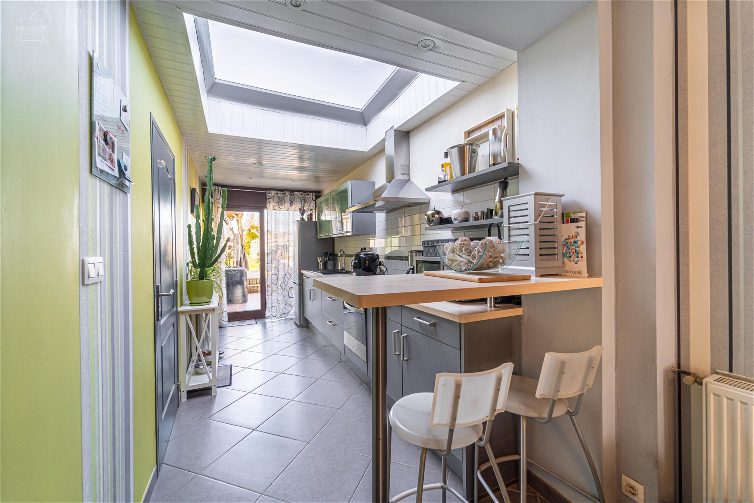 Belle maison de ville rénovée avec joli séjour donnant sur cuisine équipée, 2 chambres poss. 4, SDB avec wc séparé. Jardin avec une magnifique ...