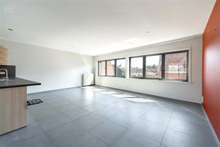 Spacieux appartement duplex situé à proximité du centre-ville et des commerces. Espace de vie d'env. 48m² ouvert sur une cuisine full équipée av...