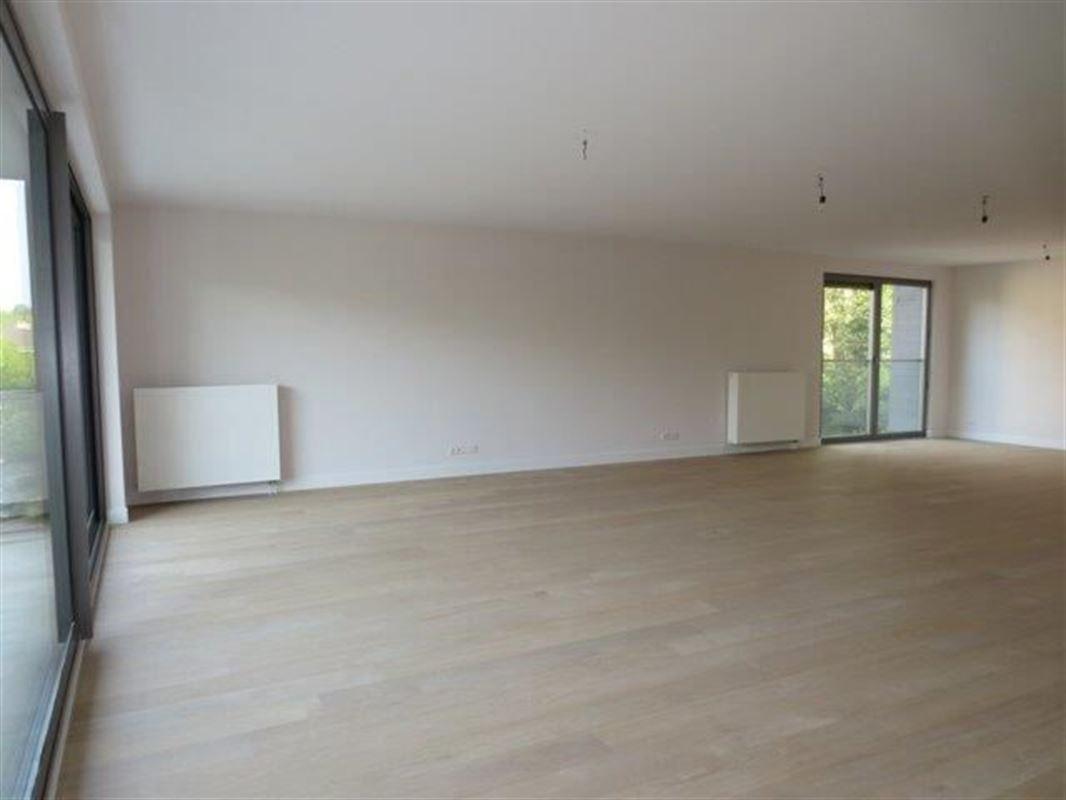 Image 2 : Appartement à 1180 UCCLE (Belgique) - Prix 4.700 €