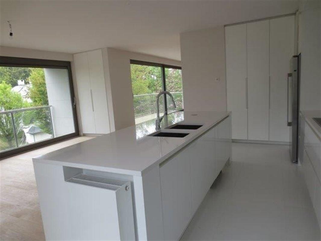 Image 5 : Appartement à 1180 UCCLE (Belgique) - Prix 4.700 €