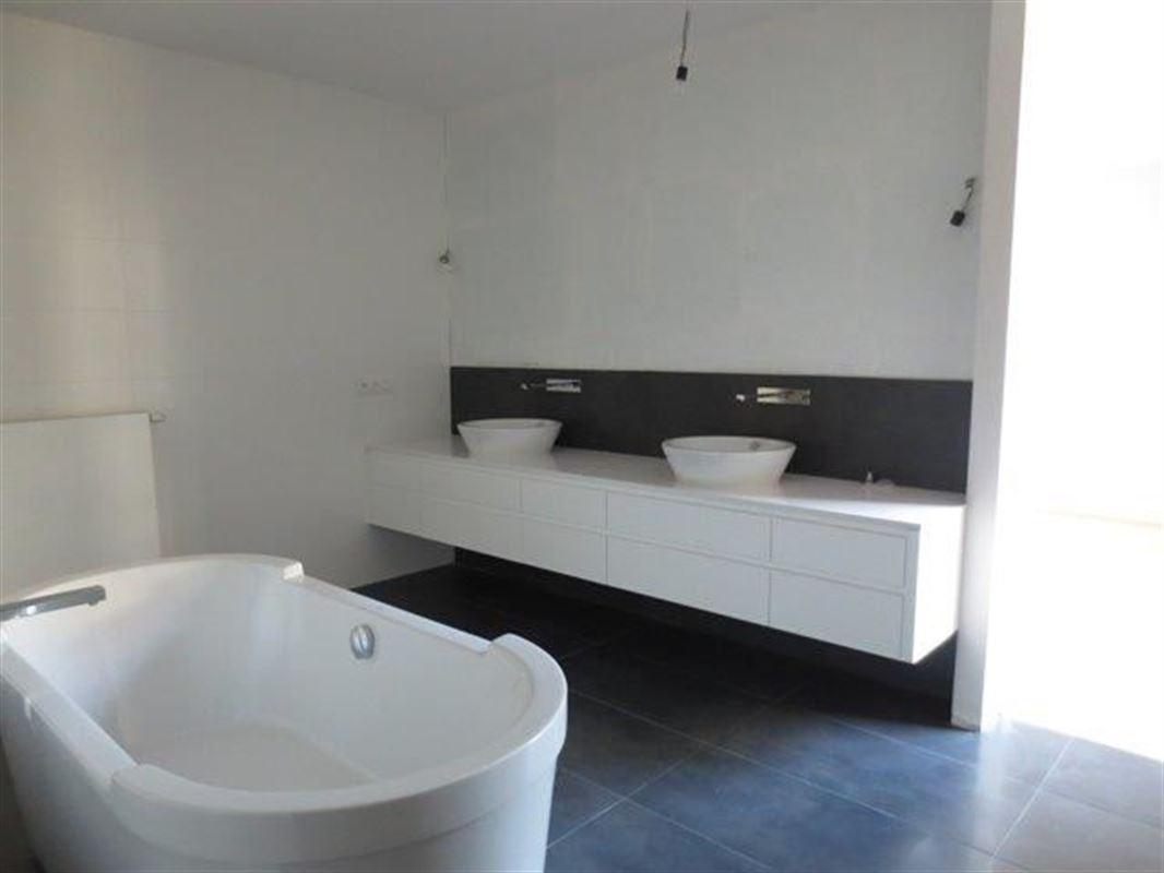 Image 8 : Appartement à 1180 UCCLE (Belgique) - Prix 4.700 €