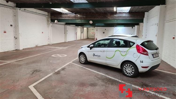 Foto 1 : Parking/Garagebox te 2660 HOBOKEN (België) - Prijs € 950