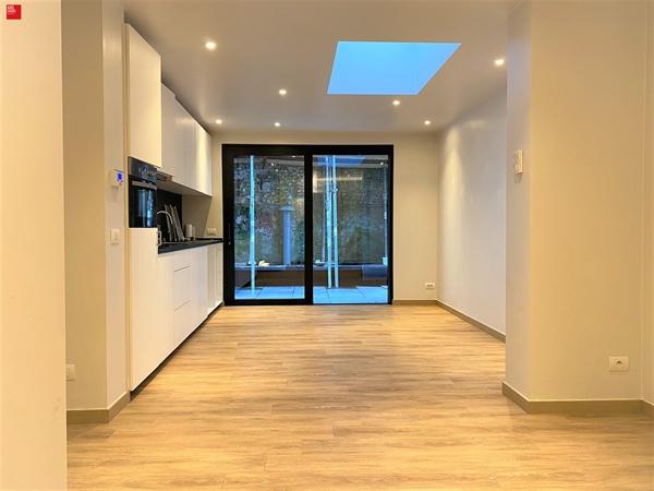 Gelijkvloers appartement met koer te huur in centrum Gent