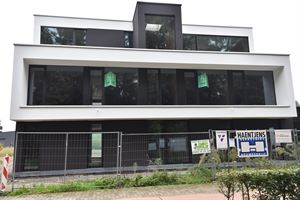 Kwalitatief project van 5 appartementen op een gunstige ligging nabij invalswegen en E40 in een verkeersluwe straat en omringd door groen. Osbroekpark...