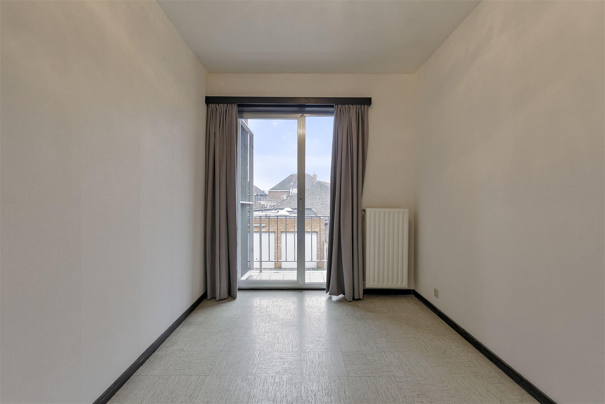 +++OPTIE!+++  Gezellig appartement met veel lichtinval gelegen op 5 minuten rijden van het treinstation Aalst en de oprit van de E40! In de directe om...