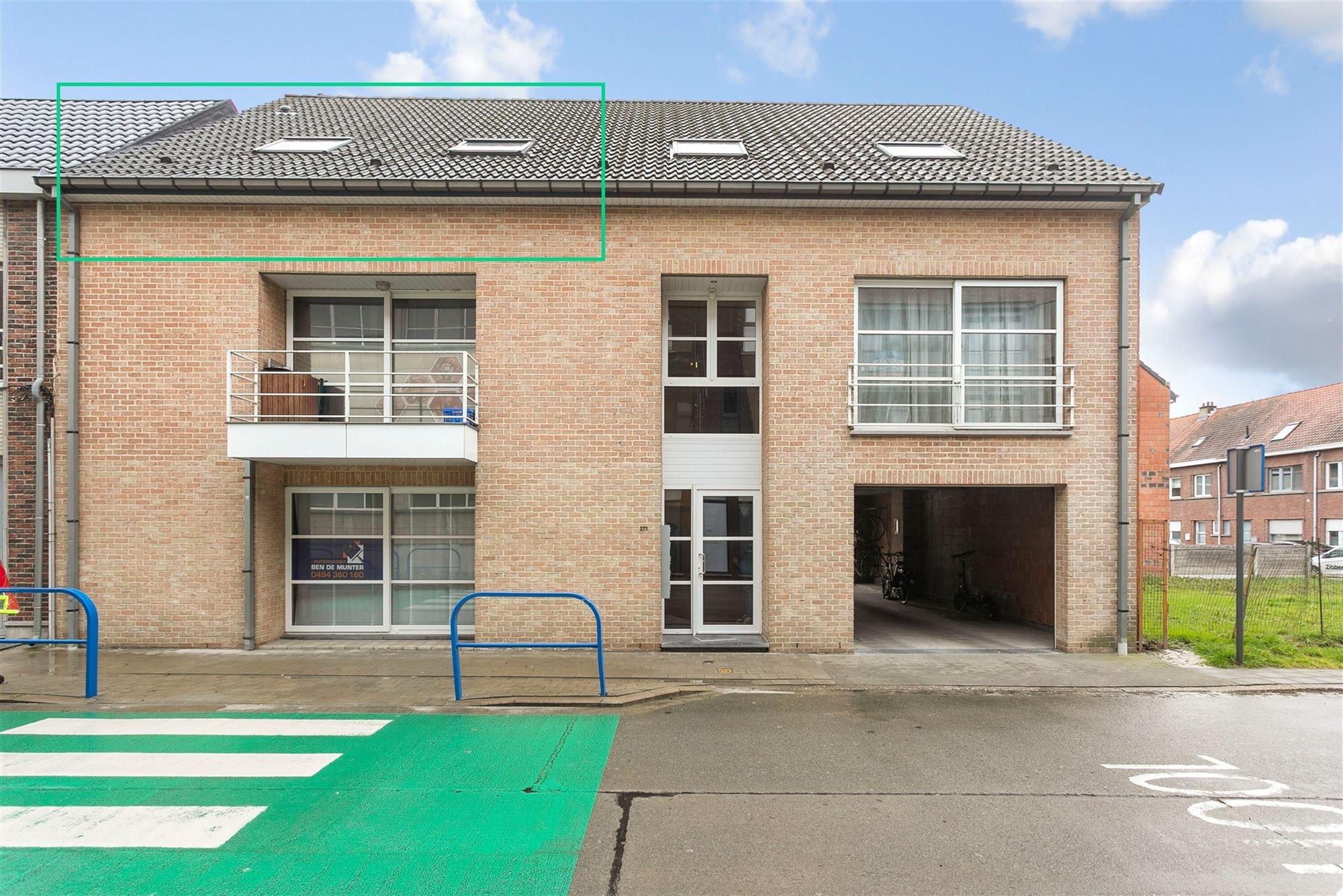 Instapklaar appartement met 1 slaapkamer te Aalst. Dit knus appartement op de 2de verdieping kent een optimale ligging: vlakbij grootwarenhuis Ad Delh...