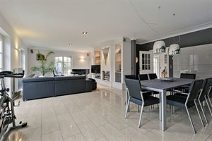 Deze hoogwaardig afgewerkte villa is gelegen in het landelijke Meldert. De woning is geschikt als gezinswoning en kan tevens dienen om een zelfstandig...