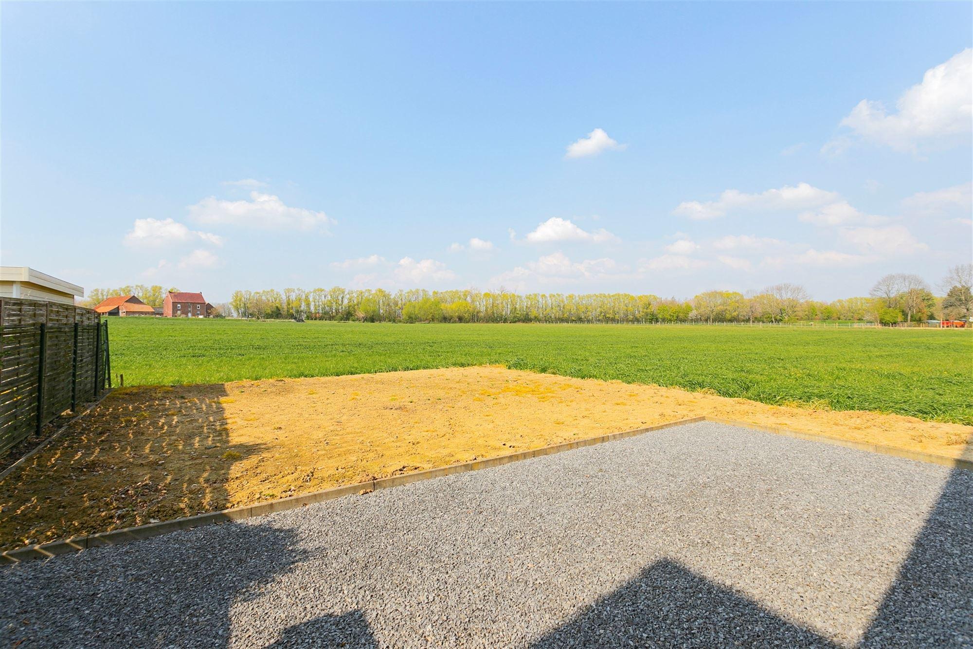 +++BEZOEKDAG REEDS VOLZET -GEEN AFSPRAKEN MEER MOGELIJK+++ Deze hoogwaardig afgewerkte woning is gelegen in het landelijke Edingen. Door de directe n...