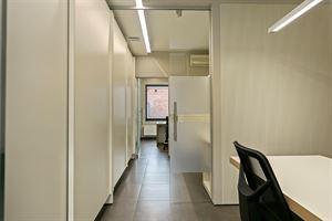 Prachtig handelspand met grote kantoor- en vergaderruimtes   Volledig uitgerust handelspand gelegen in het centrum van Herdersem. Met scholen, winke...