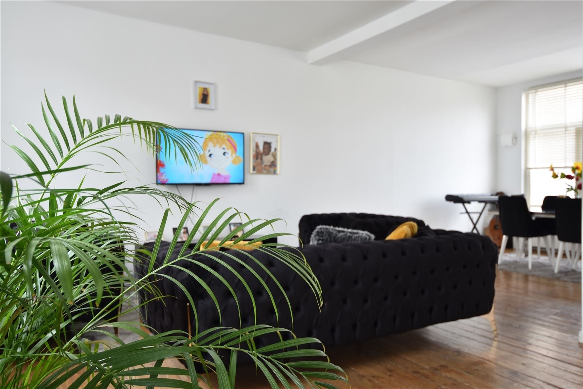 Te koop nabij het centrum van Aalst: appartementsgebouw bestaande uit een gelijkvloers eenslaapkamerappartement en een duplexappartement. Centrale lig...